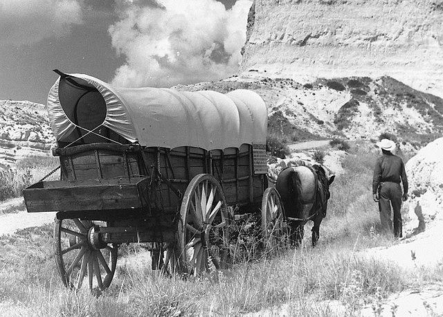640px-Conestoga_wagon_on_Oregon_Trail_-_NARA_-_286056_crop